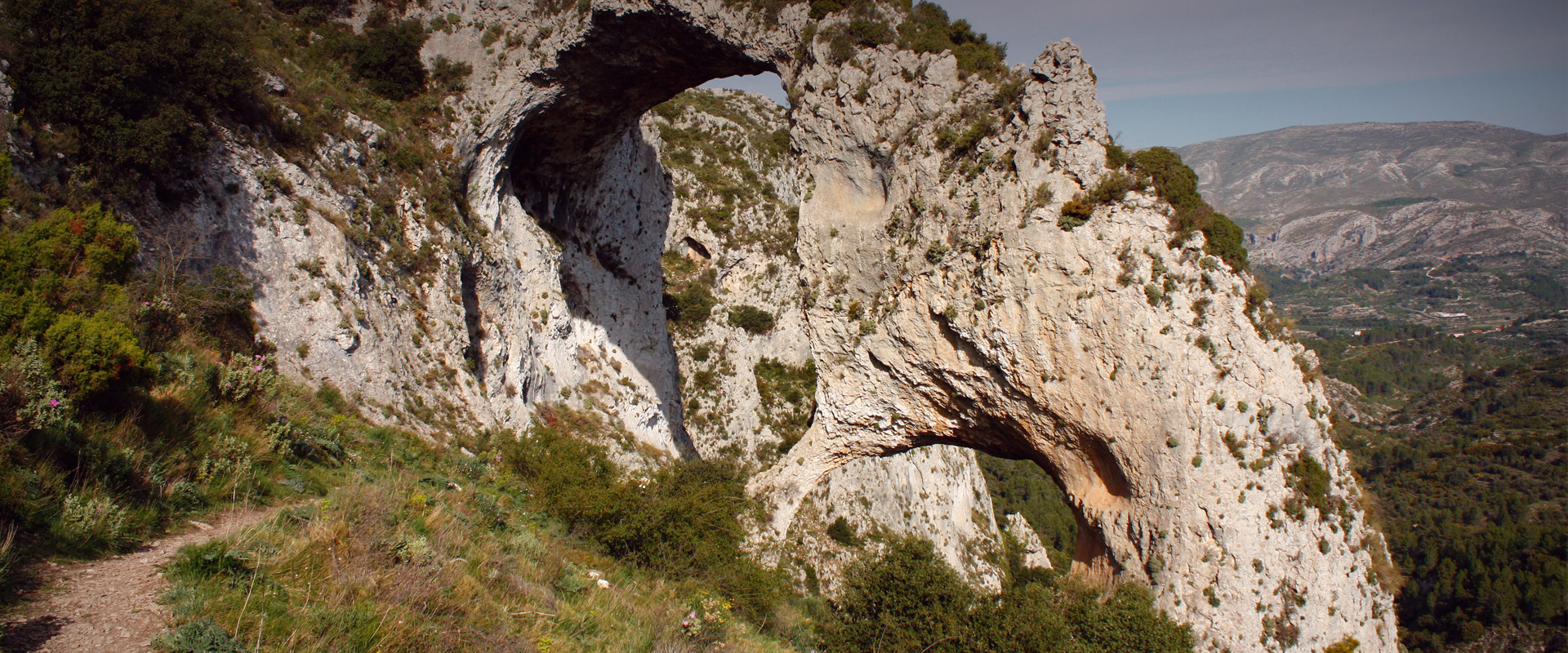 Arch of Atanços in Xortà mountain